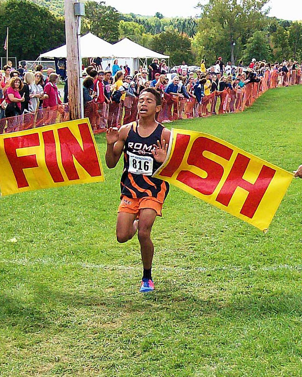 Image of the Santo Paniccia Boys Varsity race winner Davone Hernandez from Rome Free Academy